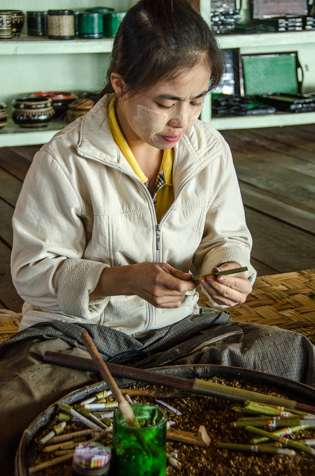 making cheroots of myanmar